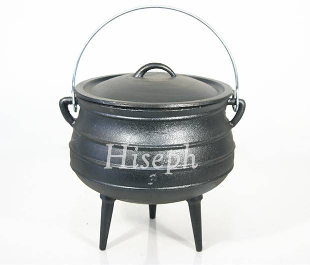 Cast iron potjie pot with 3 legs