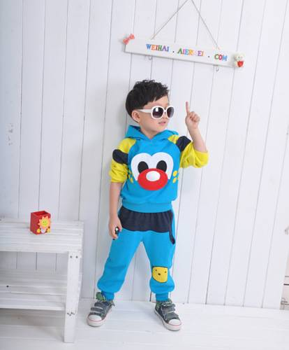 The new during the spring and autumn outfit 2013 boys girls who dress children cartoon sports leisur