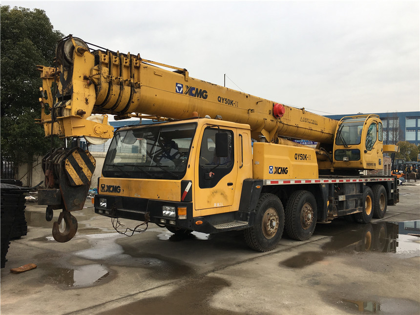 Good price used 45 50 55 ton XCMG truck mounted crane for sale, for rough terrain, price negotiable