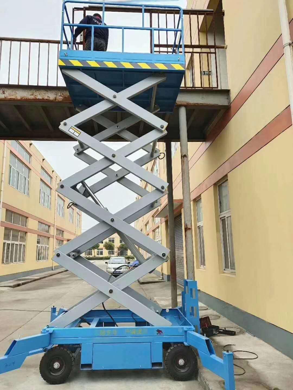 self-propelled siccor lift
