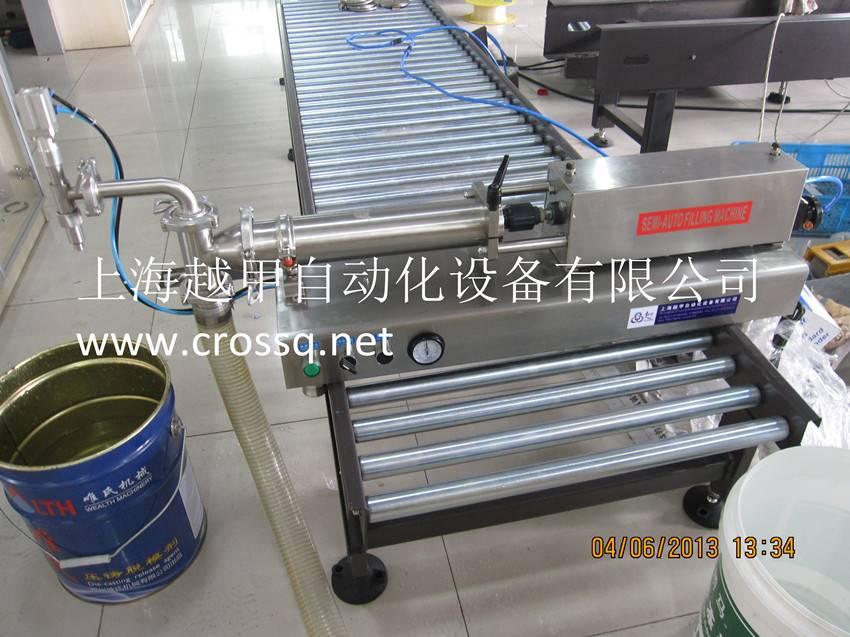 Semi-auto piston filler for liquid