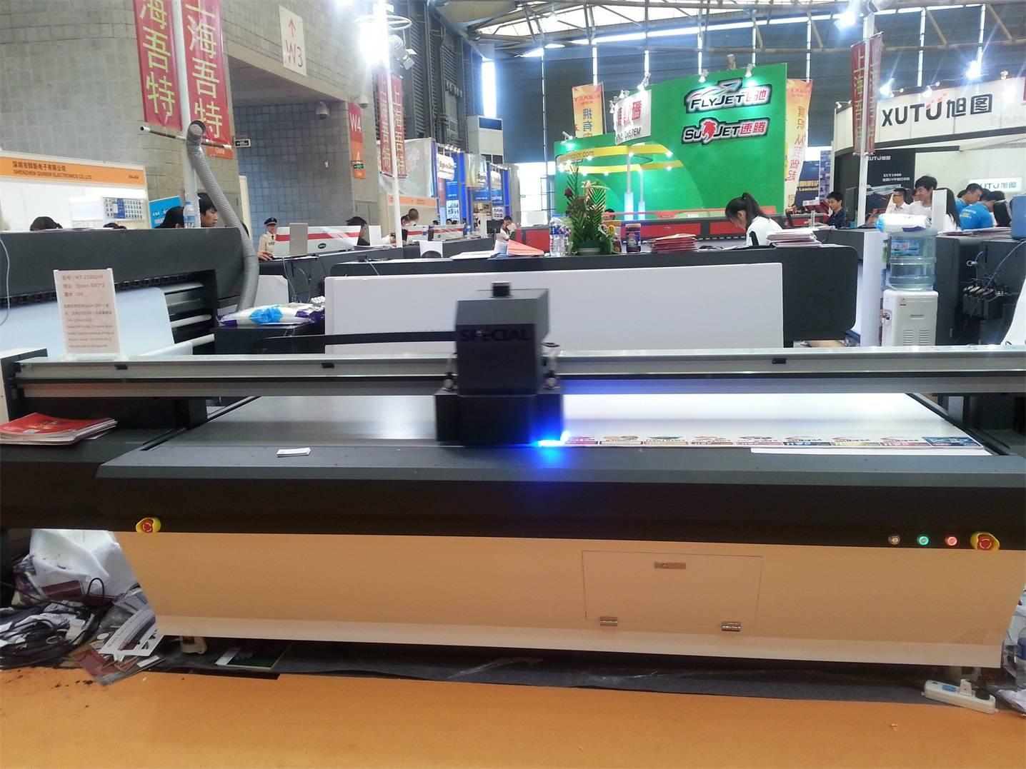 2.5m*1.4m UV Flatbed Printer WT-2500UVF