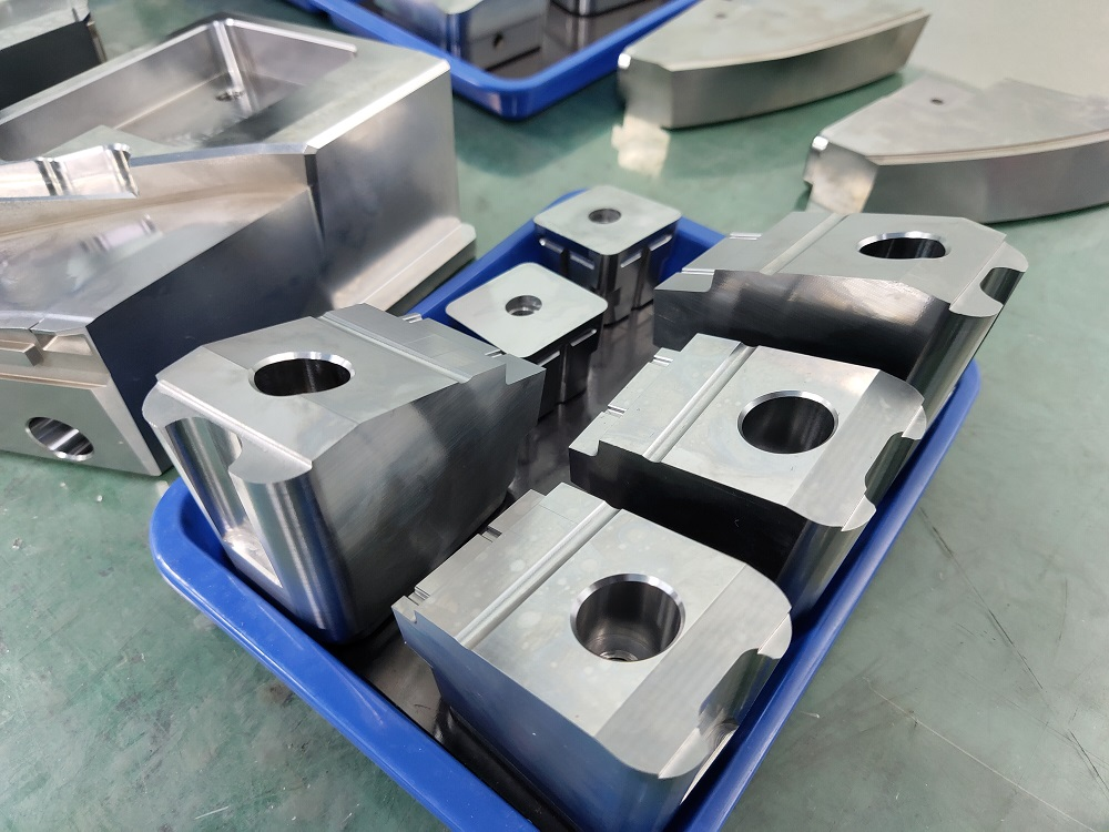 2020 good quality plastic injection mold components in China