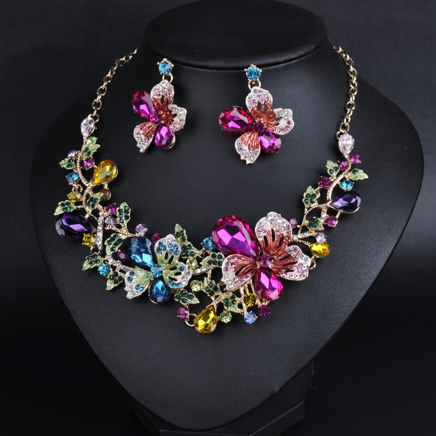 Court-grade alloy crystal necklace set female flowers exaggerated