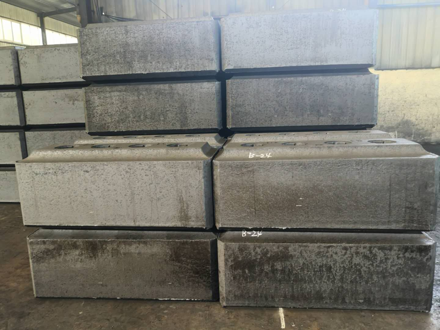 Carbon Anode Manufacturer used for electrolysis processing in Aluminum Smelter Plant