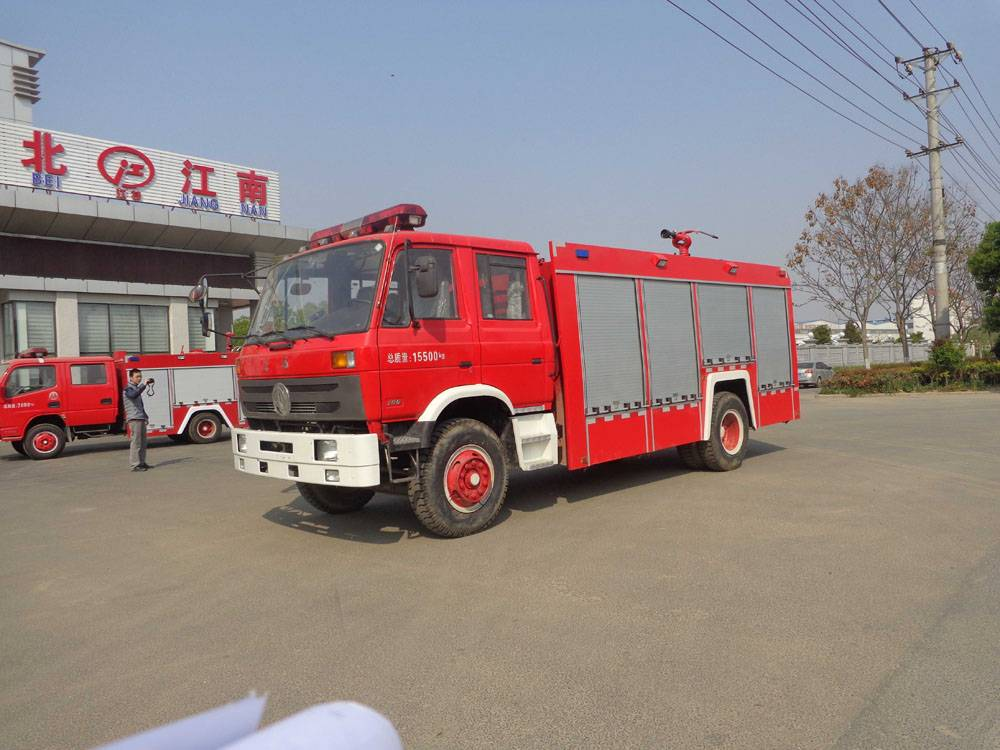 China professional factory supply dongfeng 4X2 LHD/RHD 7000Litres Fire Truck