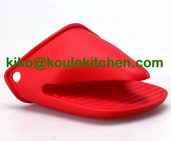 Heat resistant silicone oven mitt for kitchen