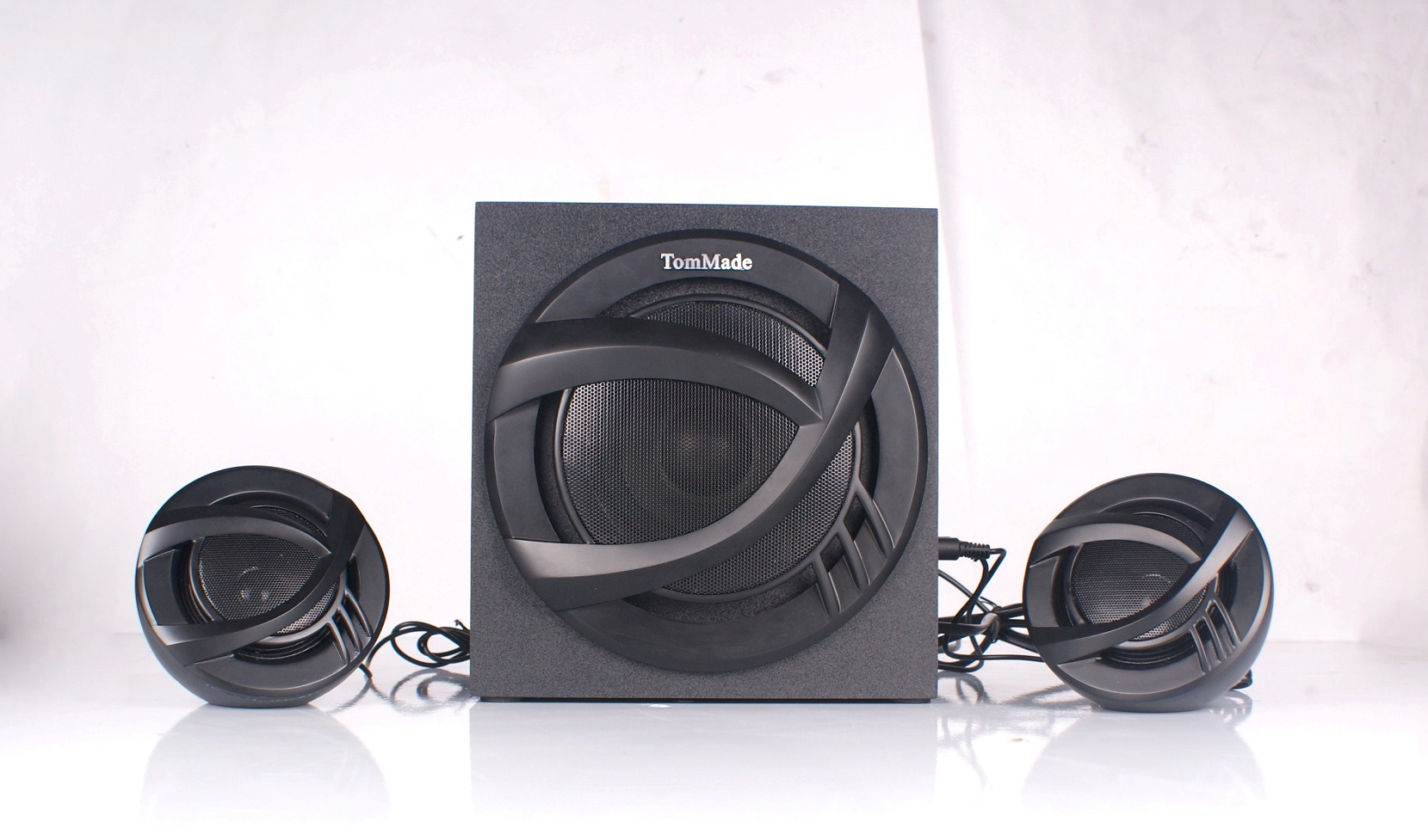 2123A High quality 2.1 speaker with FM, Bluetooth function