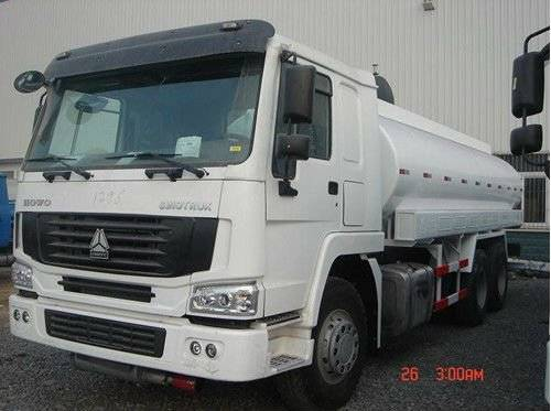 Sinotruk Howo 6X4 fuel tanker truck for sale