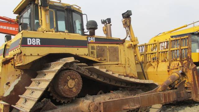 Used CAT Bulldozer D8R in good condition
