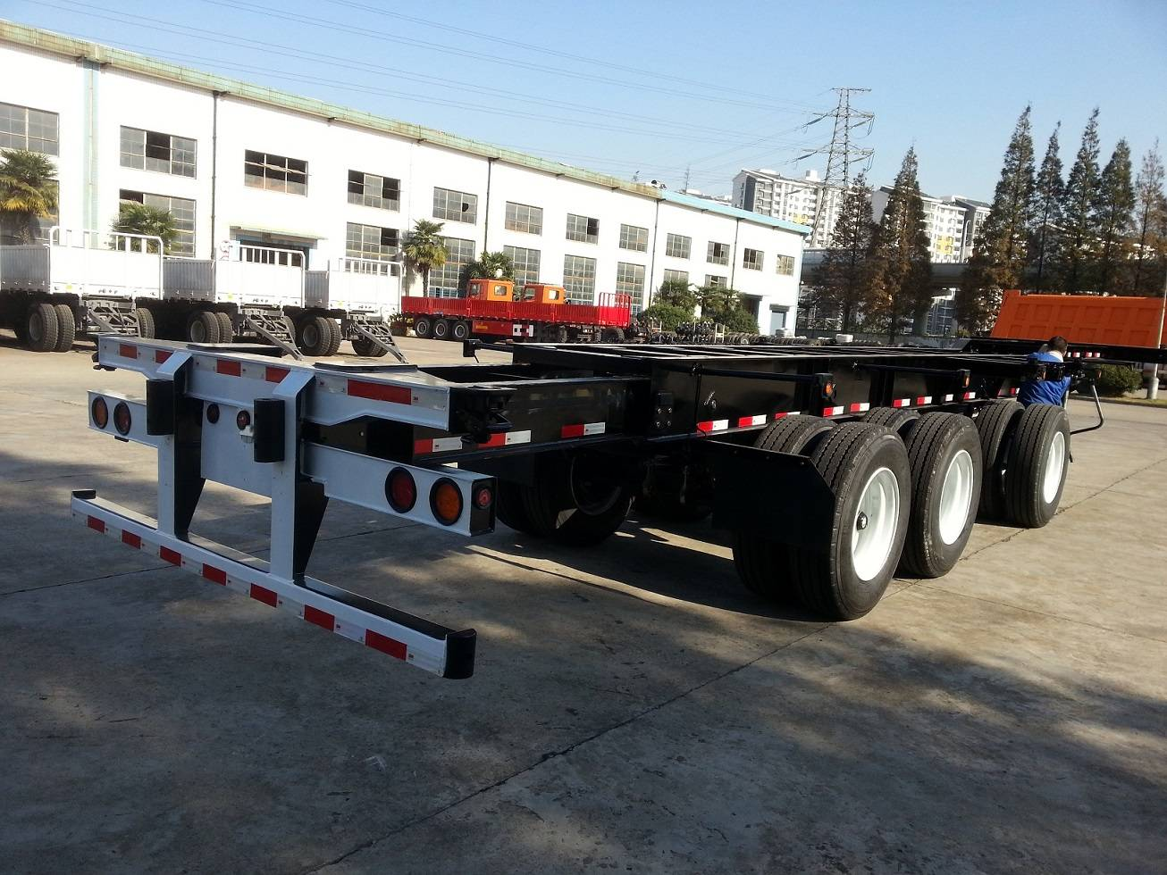 20ft-40ft 3Axles Extendable Chassis C