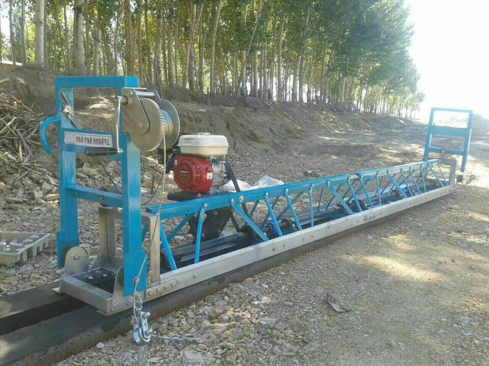 Gasoline Concrete Vibrating Screed Machine for sale