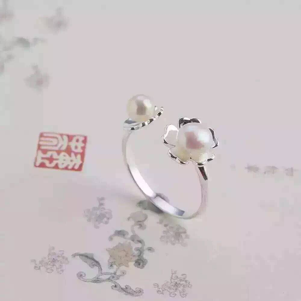 Petal opening jade ring with Freshwater pearl