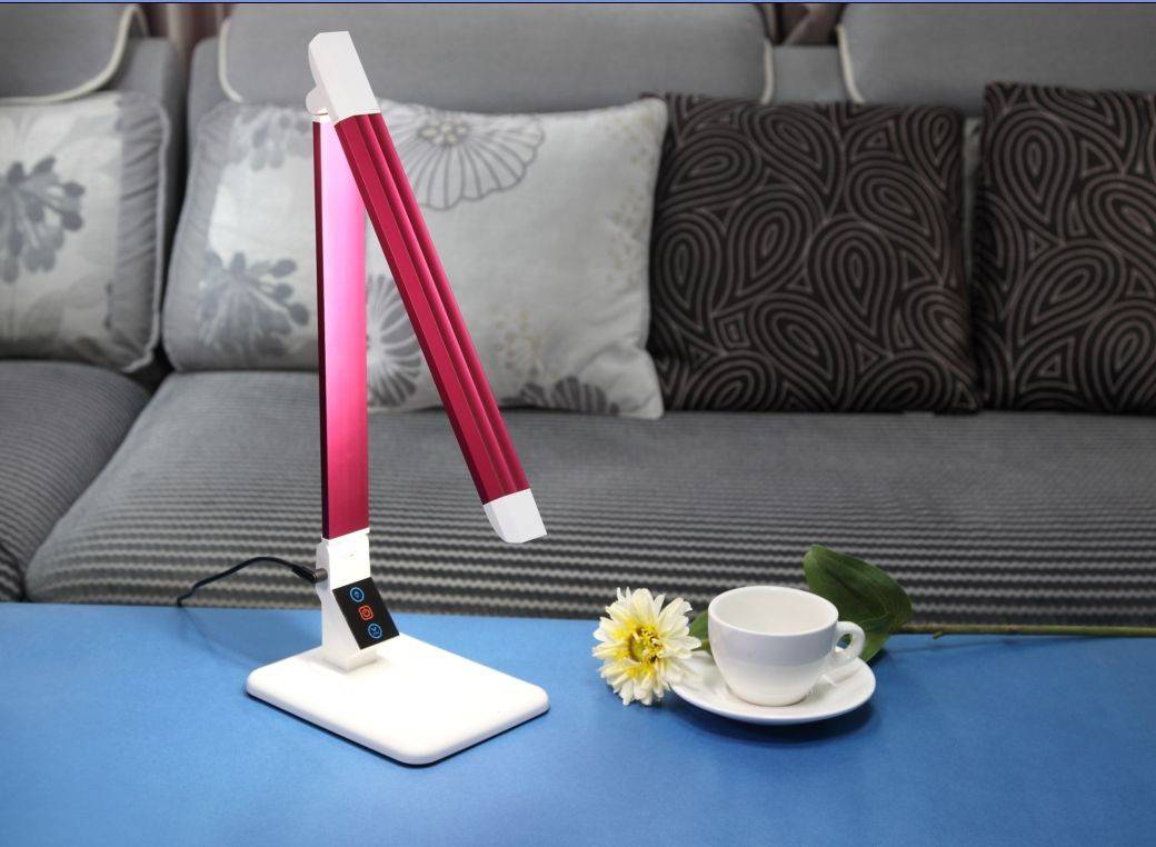 moden office LED table light for eyes protection