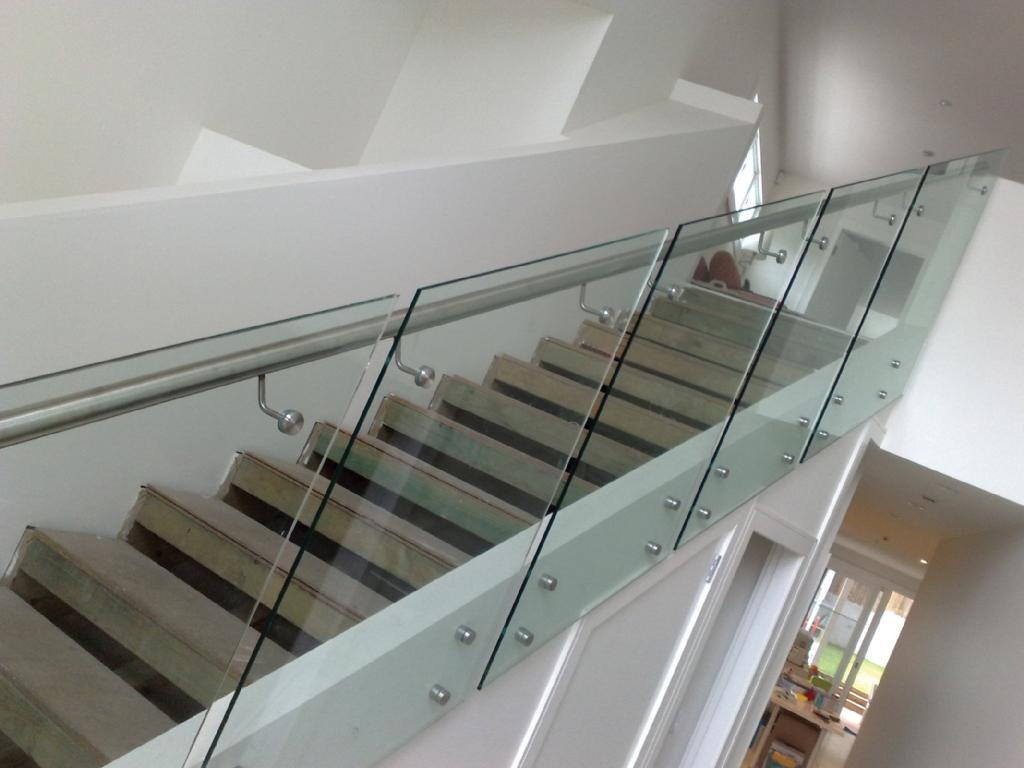 SS304 Railings and clear laminated glass