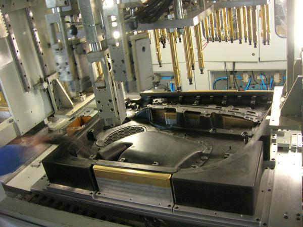 Car door plank hot riveting point welding machine