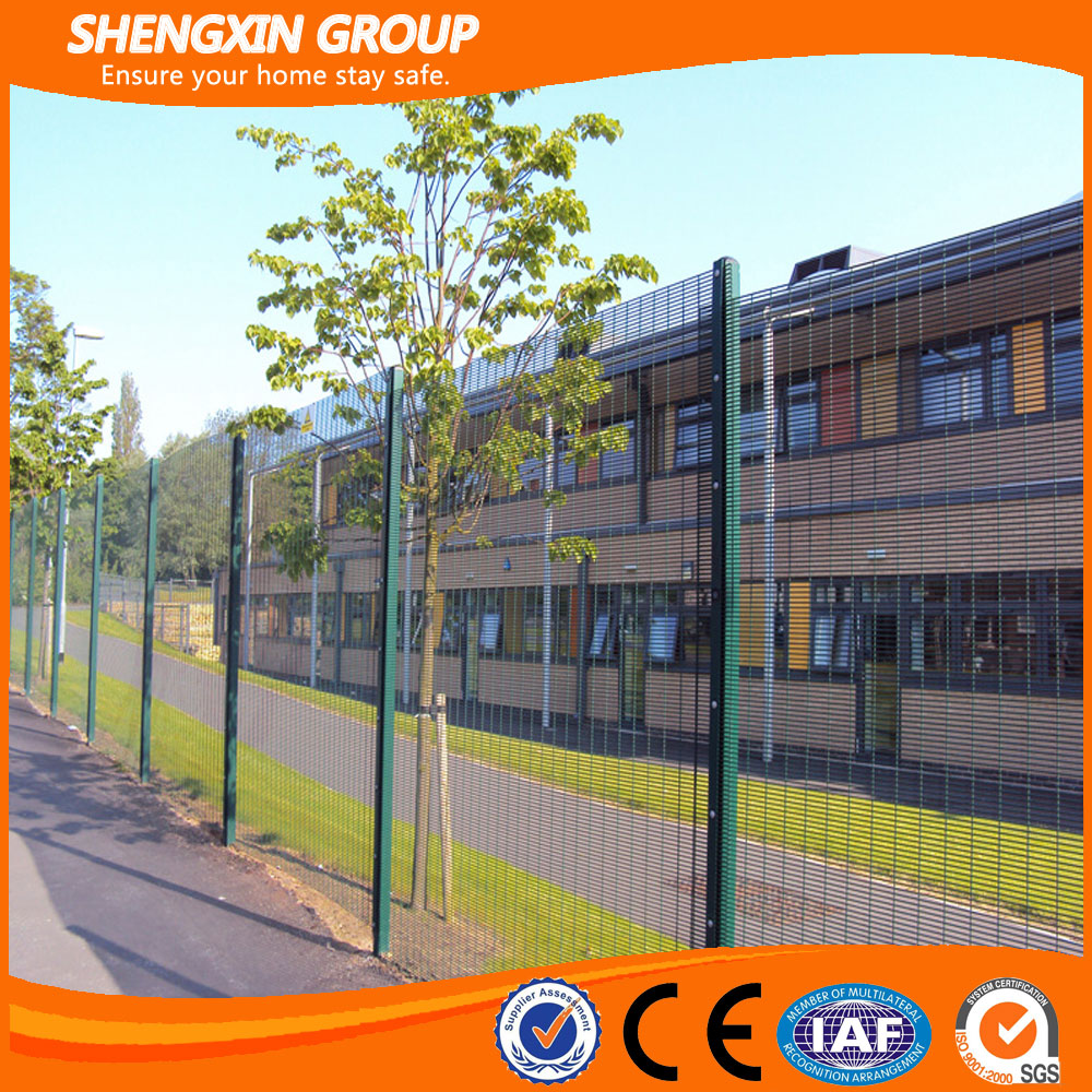 Small hole high security anti climb fencing