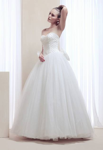 Sweetheart pearl beading floor length wedding dress with big bow on the back