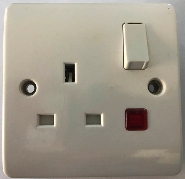 (SW) 13A switched socket with neon