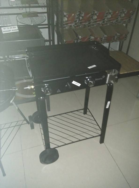 outdoor bbq gas grill  with barbecue plate