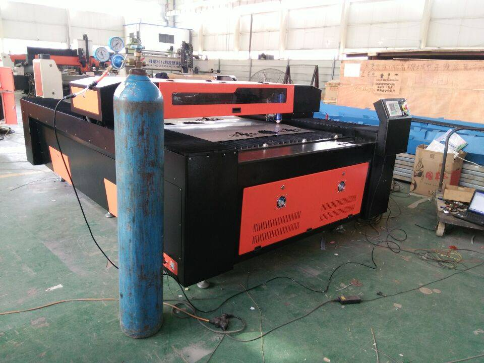 CO2 Metal and Non-metal Laser Cutting Machine