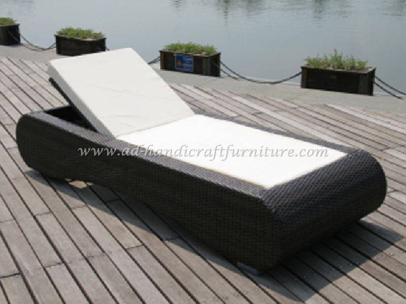 wicker sunbed set
