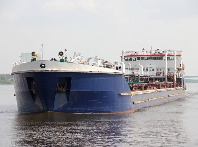 [TNK042] Ice classed Oil product Sea-River Tanker
