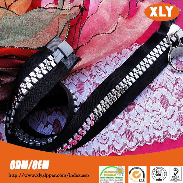 Professional Shenzhen China zipper supplier provide No.20 big teeth plastic zipper, derlin zipper