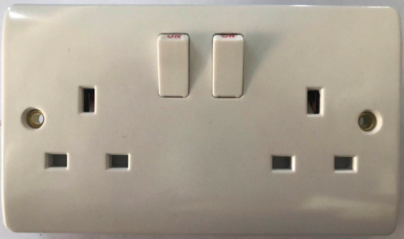 (SW) Double 13A switched socket