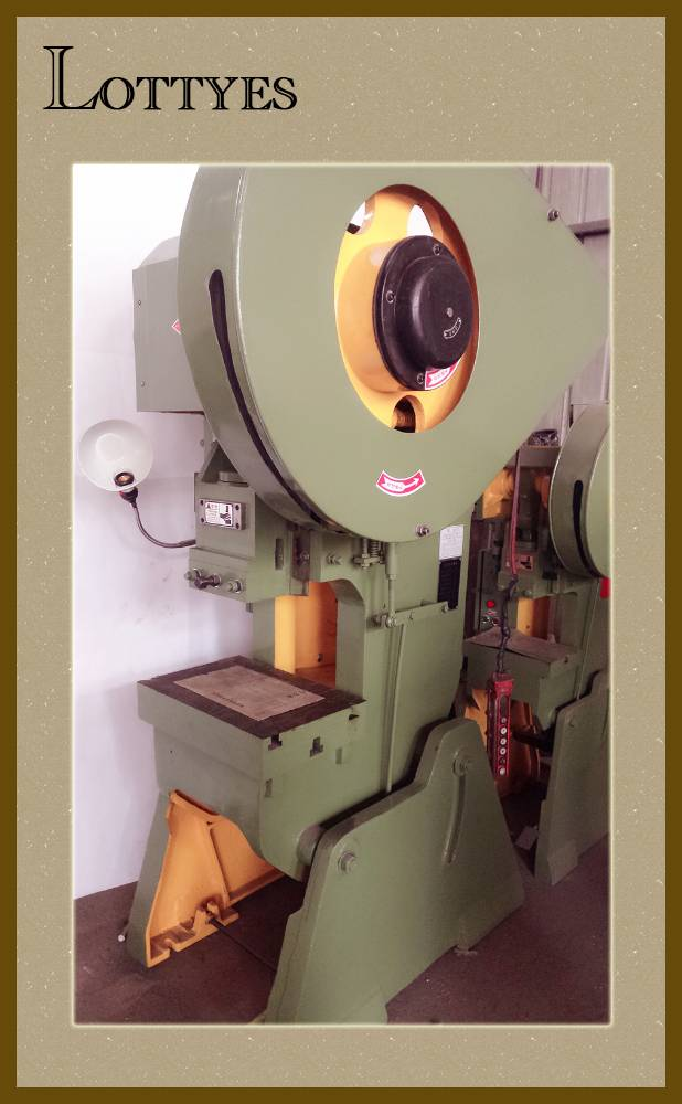 Punching machine for stamping of Lottyes from China (J23-16)