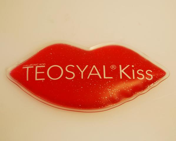 2015 hot sale custom gel ice pack with lip shape and glitter