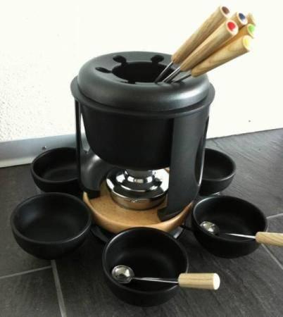 cast iron cookware fondue pots