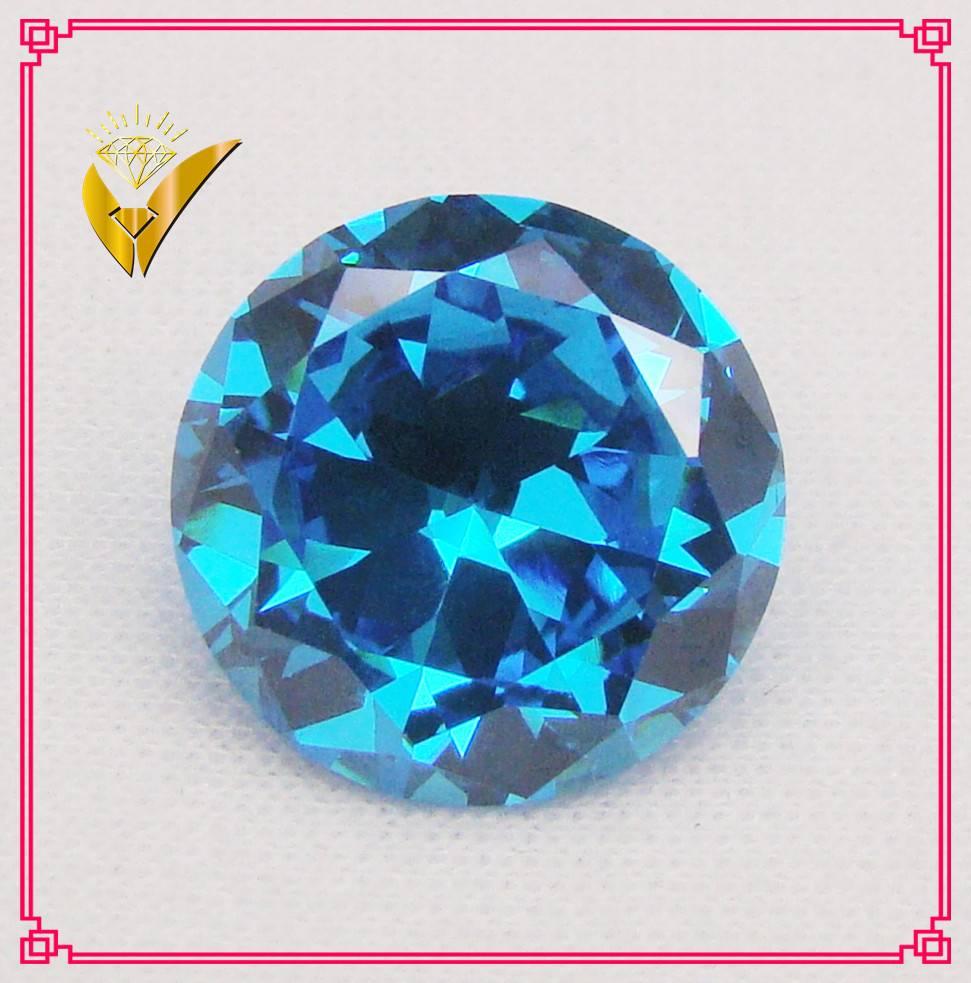 aquamarine blue brilliant cut gemstone