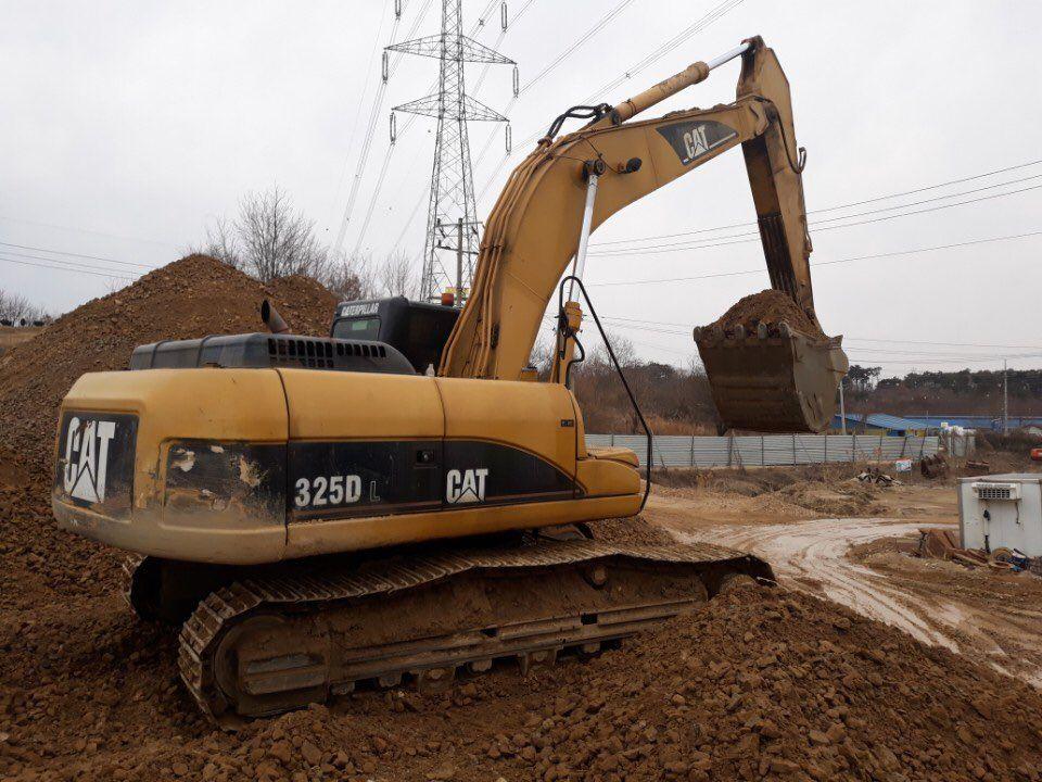 Used excavators CATERPILLAR 325D