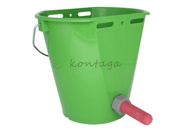 10400 calf feeding bucket with nipple