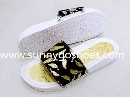 Fashion women's slippers