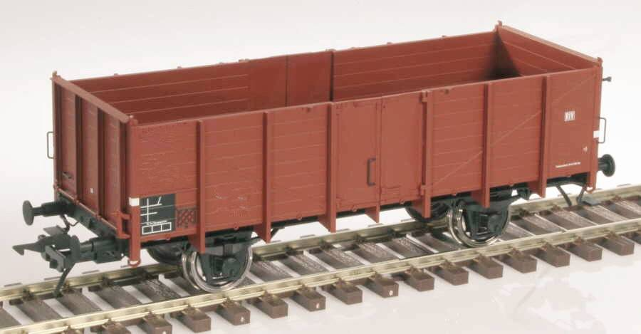 Scale oo gauge train model for adult