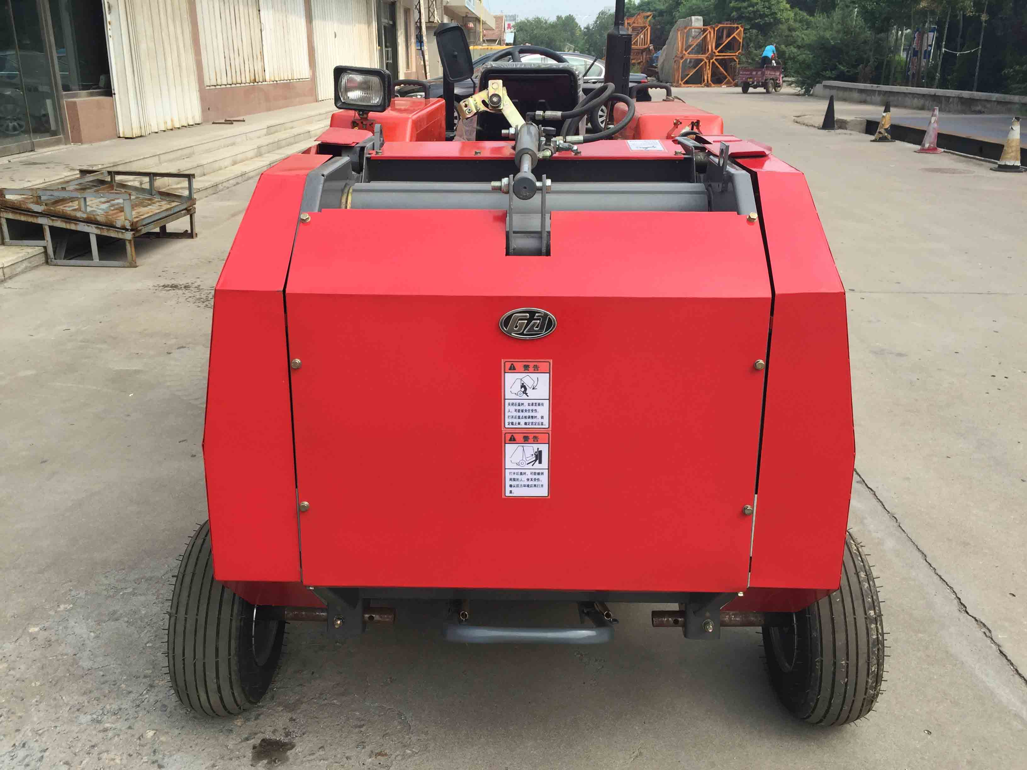 wheat straw bales with 25-50hp tractor mounted