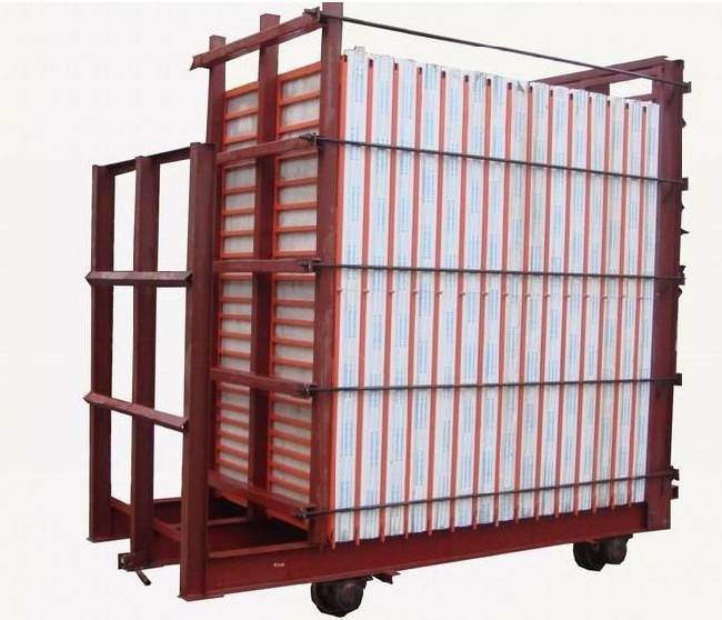 Mould for sandwich panel machinery
