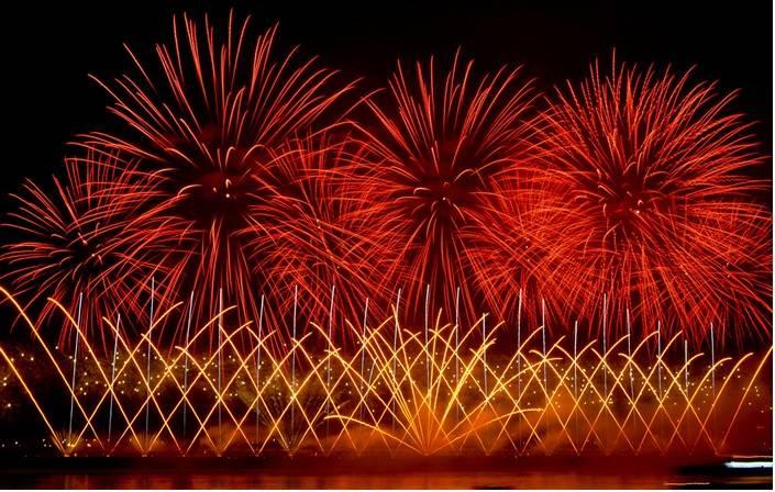 fireworks show /fireworks display/pyrotechnics/