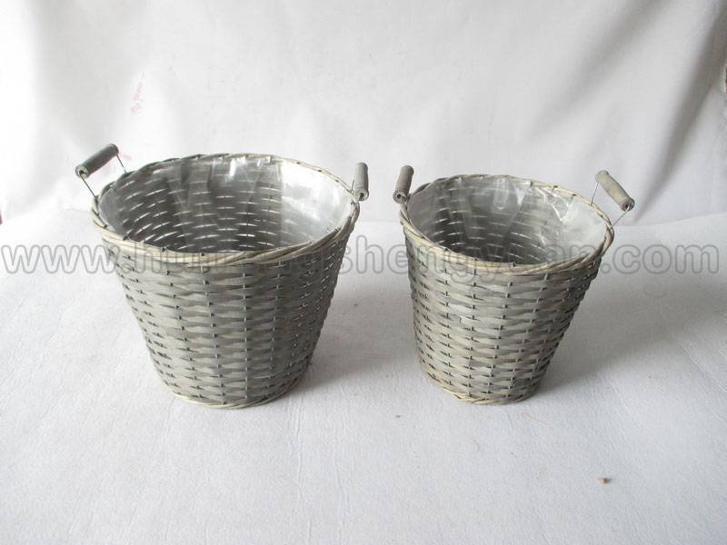 carry willow plant basket with plastic lining