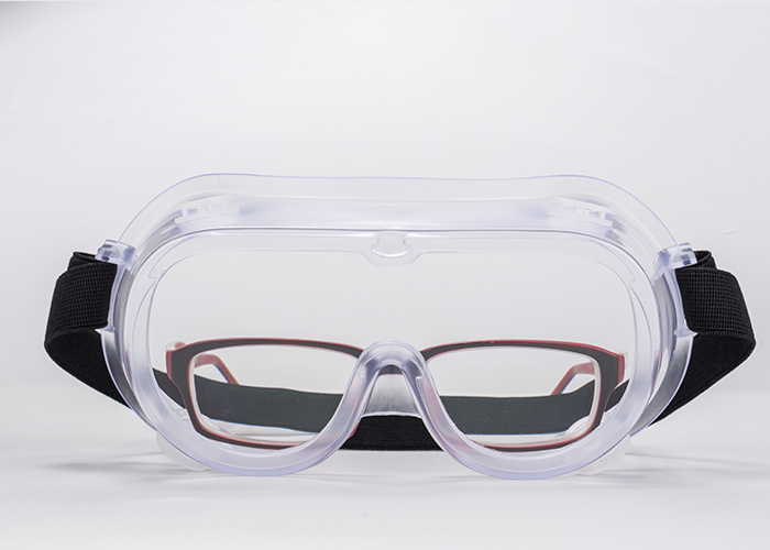 Anti-fog in both sides, allow wear usual glasses inside. arp objects etc