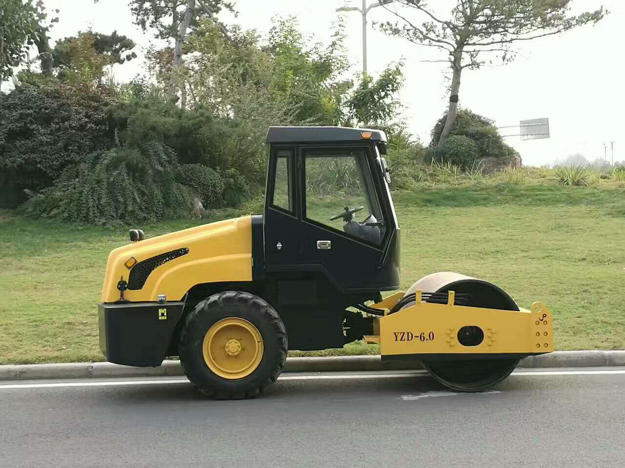 New ride-on hydralic vibration road roller price