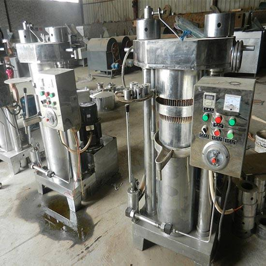 Hydraulic olive oil extraction machine