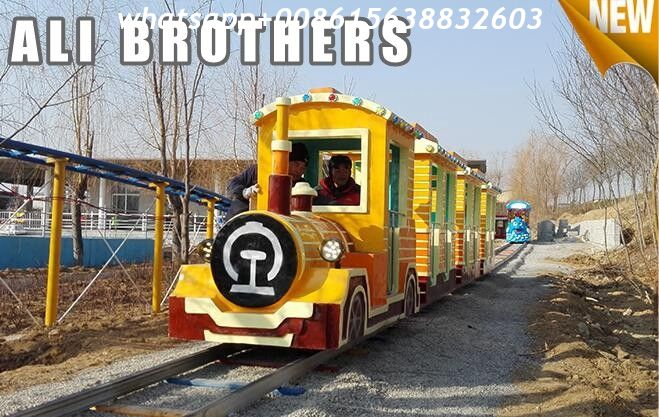 Outdoor Amusement Equipment Tourist Electric Train Games New Design Track And Trackless Train