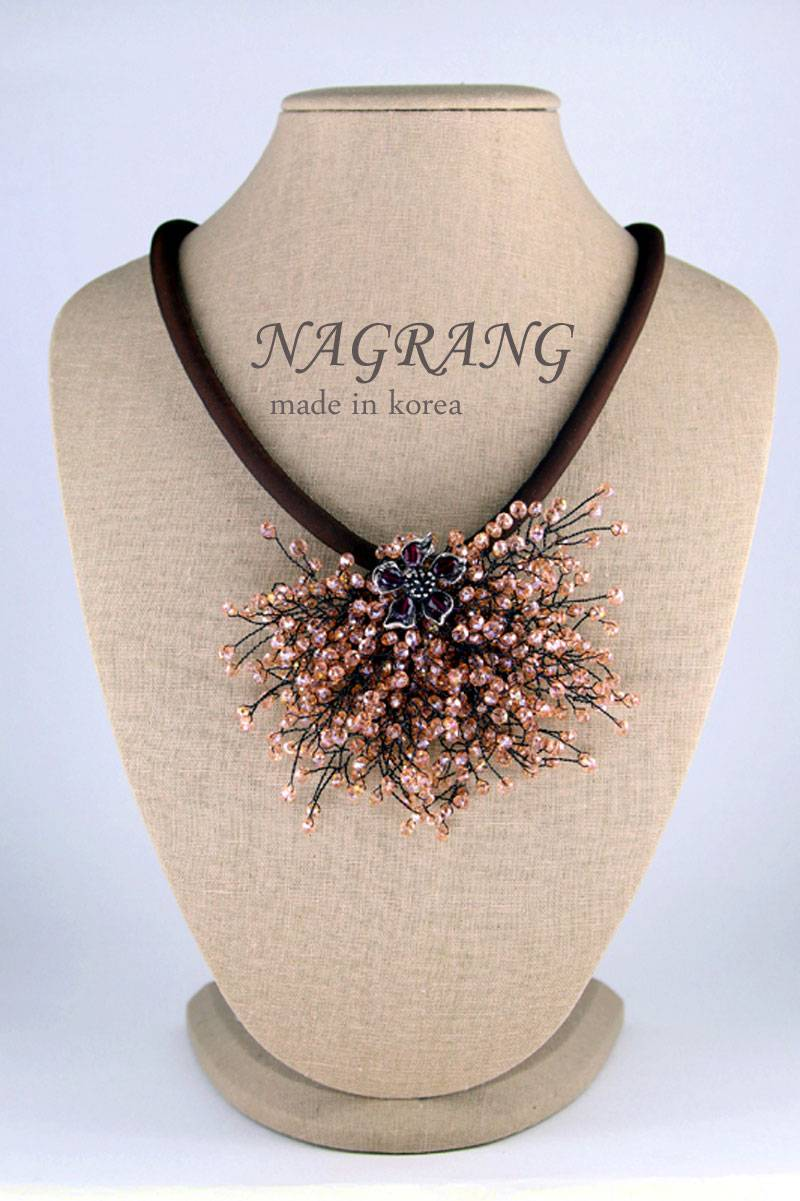 String crystal beads brooch with polyester necklace
