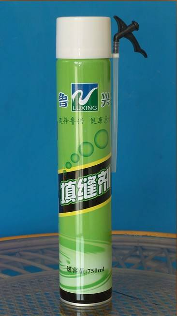 Polyurethane foam sealing agent