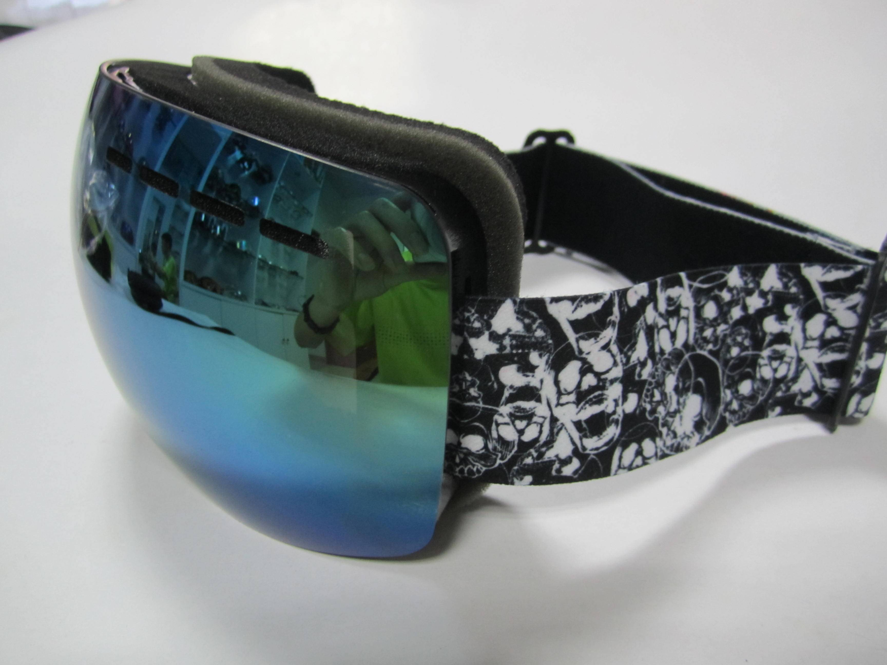 magnetic lens and frame spherical shap skiing goggles