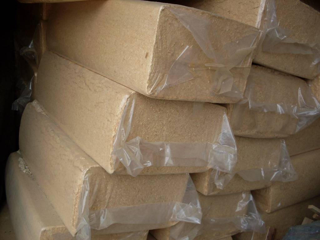 Wood shaving, wood chips, wood saw dust, saw dust briquettes available