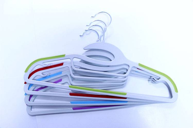 Plastic hanger for multi-use per dry and wed